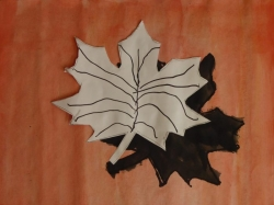 Herbstblatt mit Schatten_6